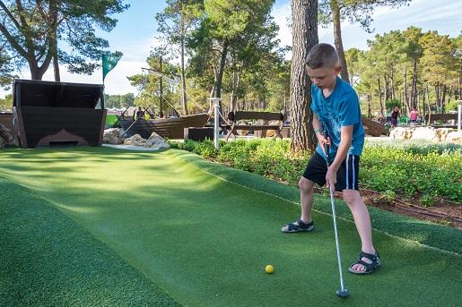Mini golf na kempingu Zaton w Chorwacji opinie atrakcje dla dzieci