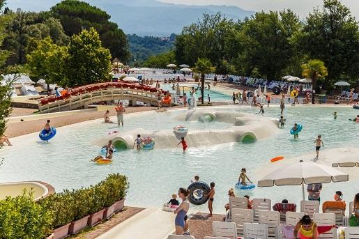 Norcenni Girasole Club Toskania kemping basenem dla dzieci atrakcje