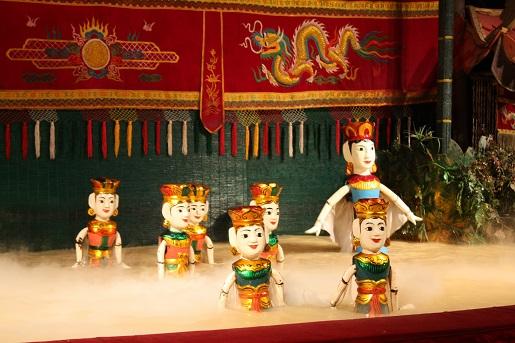 Sajgon atrakcje - olden Dragon Water Puppet Theater - z dziećmi