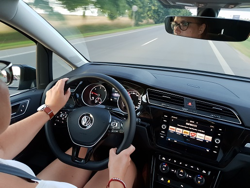 Touran pozycja za kierownicą jak w SUV opinie test