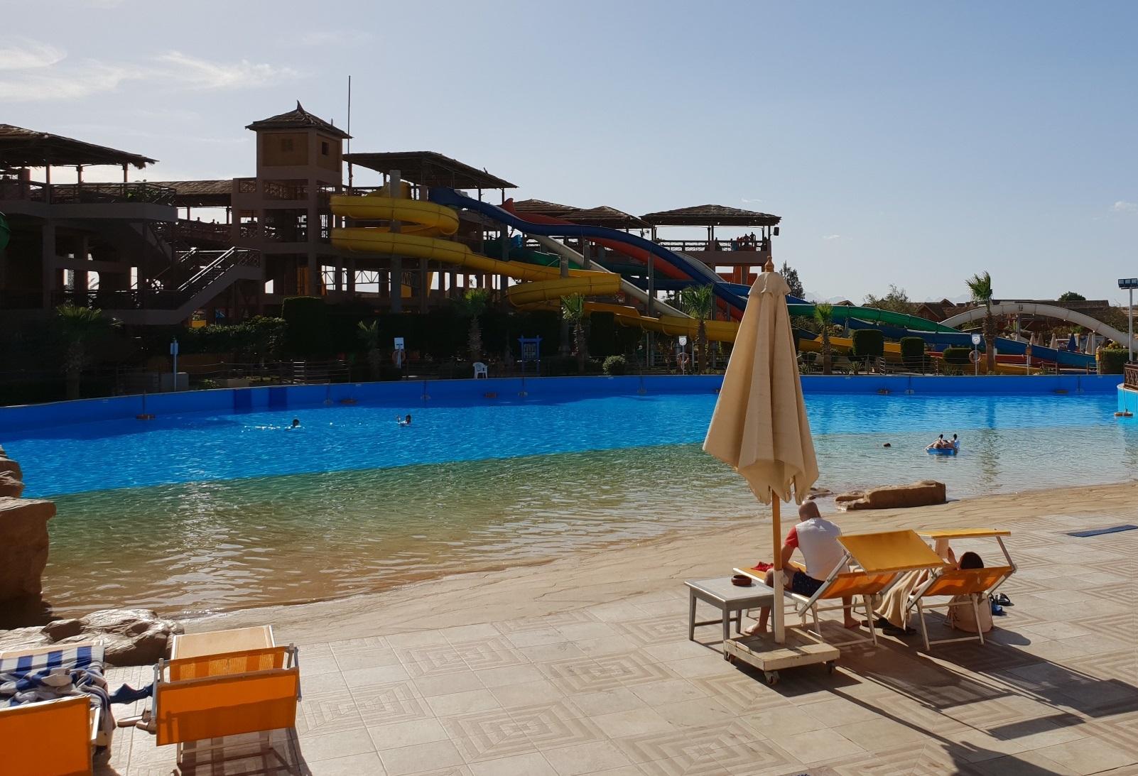 basen ze sztuczną fala jungle aquapark egipt
