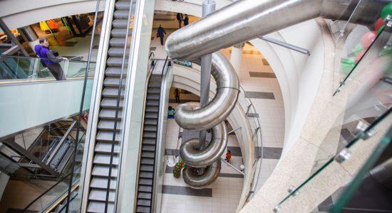 bezpłatna zjeżdżalnia w centrum handlowym Plaza Suwałki opinie atrakcje
