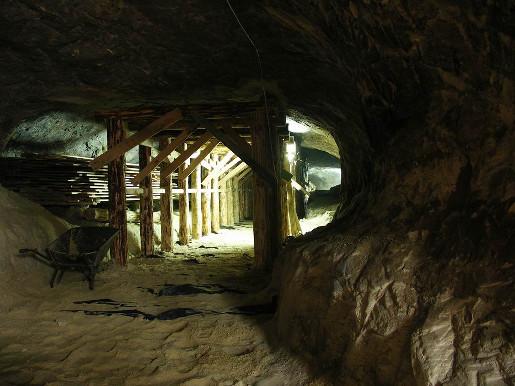 ciekawe miejsca blisko warszawy bunkry groty nagórzyckie podziemna trasa turystyczna