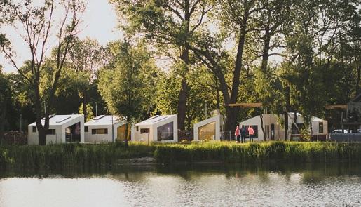 domki w drzewach mielno przy jeziorze jamno