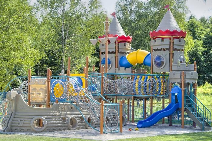 domki z placem zabaw dla dzieci nad morzem Bałtykiem Łazy opinie Golden Holiday Resort camping