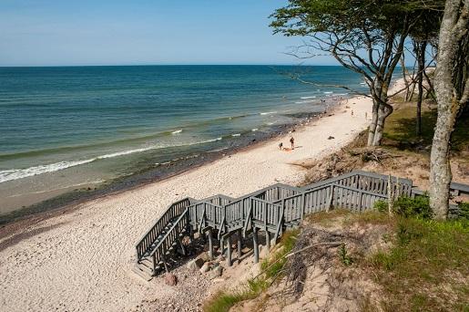 gdzie nad morze bez tłumów - piękne plaże nad Bałtykiem opinie spokojne ciche Dębina