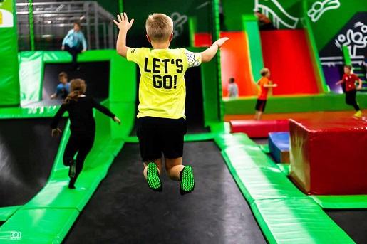 Kraków atrakcje dla dzieci park trampolin gojump ceny opinie