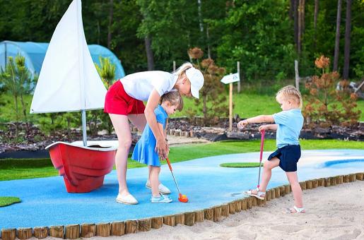 golf minigolf na kaszubach park rozrywki atrakcje rodzinne