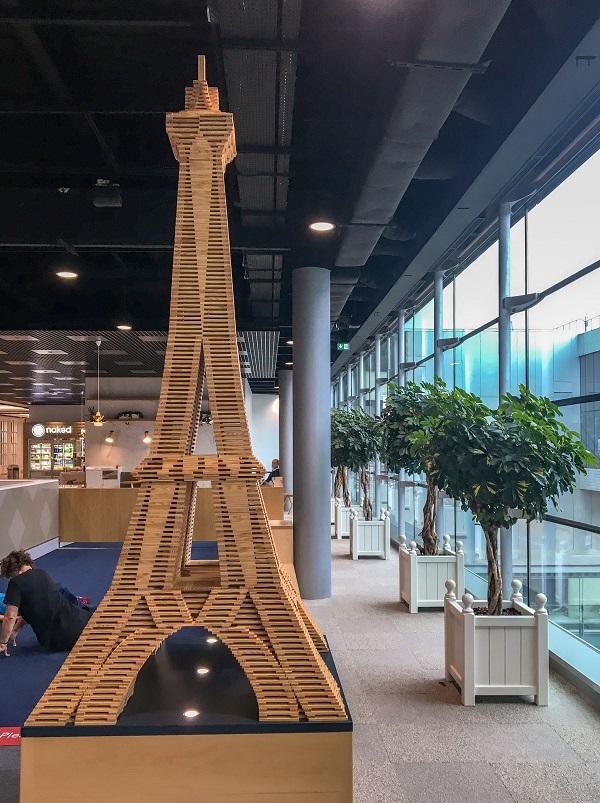 kącik zabaw dla dzieci Air France Lotnisko Charles De Gaulle Paryż