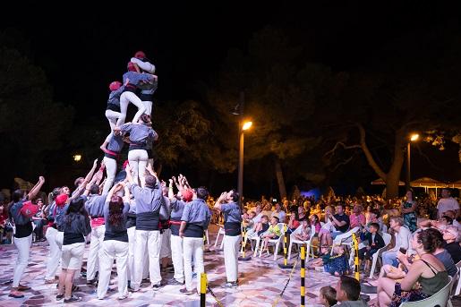 Pokaz Human Towers na kempingu Vilanova Park w Hiszpanii