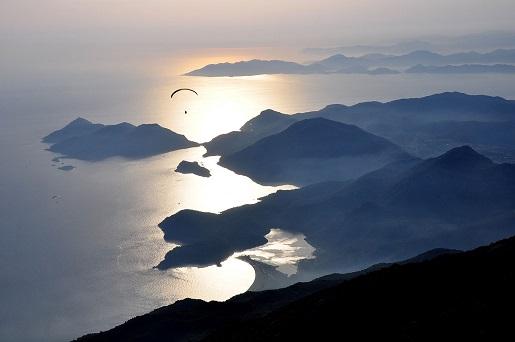 Oludeniz lot paralotnią Turcja widoki opinie atrakcje