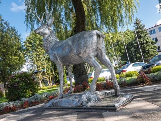 pomnik jelenia atrakcje dla dzieci mielno zachodniopomorskie