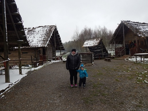 osada średniowieczna szklana huta rodzinne atrakcje opinie