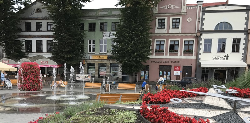 puck fontanna na rynku atrakcje dla dzieci co zobaczyć