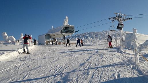 gdzie na narty wiosną rodzinne atrakcje wyciąg narciarski wiosną opinie
