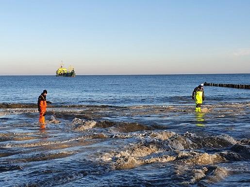 szerokie plaże nad Bałtykiem - poławiacze bursztynu Półwysep Helski refulacja (1)