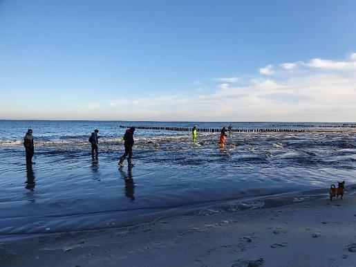 szerokie plaże nad Bałtykiem - poławiacze bursztynu Półwysep Helski refulacja (2)