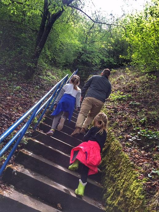 w drodze do zamku Draculi Rumunia z dziećmi
