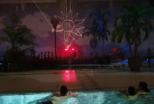 wieczorne show pokaz laserowy Tropikalna Wyspa