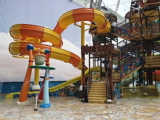 wodny plac zabaw dla dzieci Tropical Islands opinie zjeżdżalnie dla dzieci