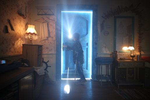 za niebieskimi drzwiami film opinie online