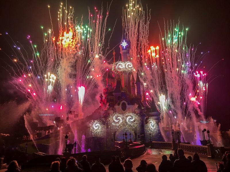 zamek Disneyland Paryż pokaz fajerwerków